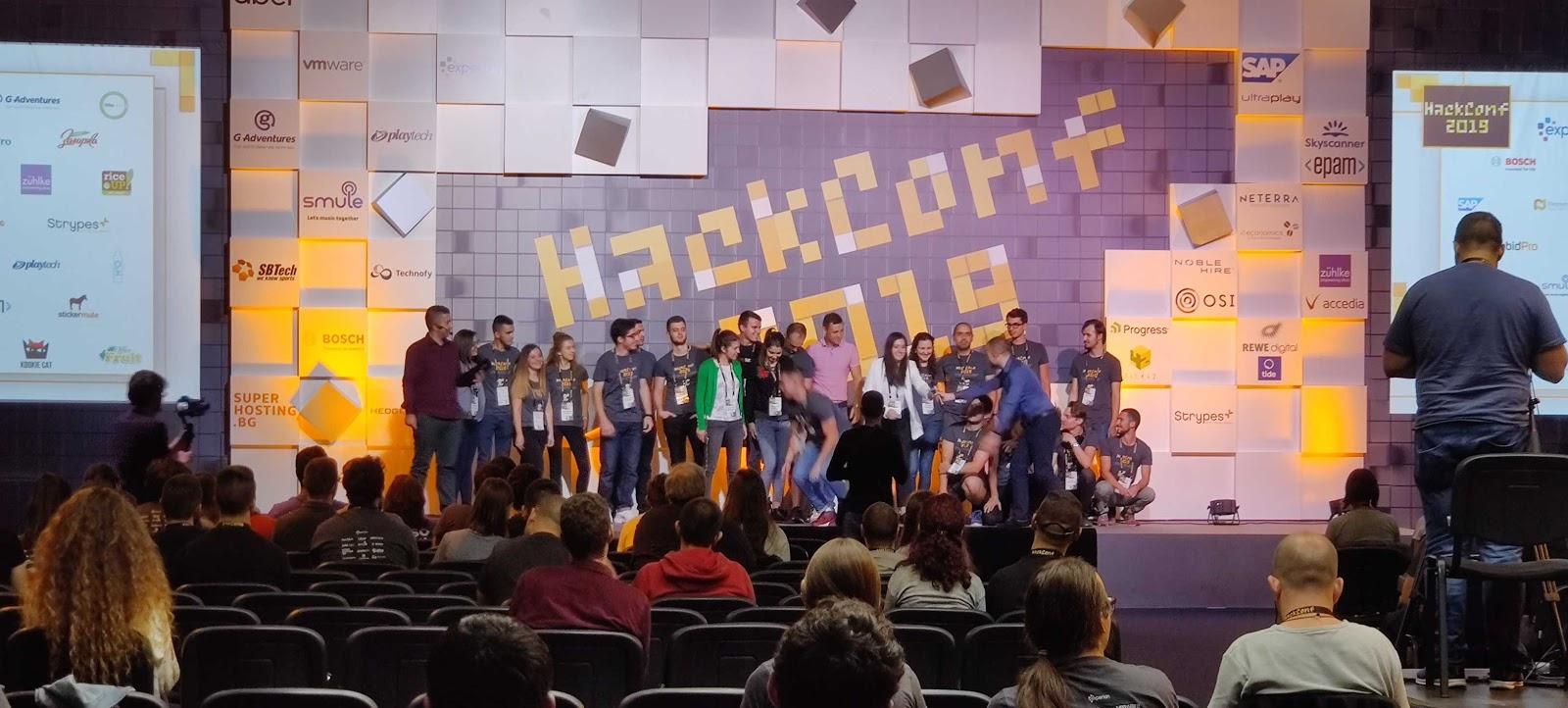 group photo at HackConf 2019